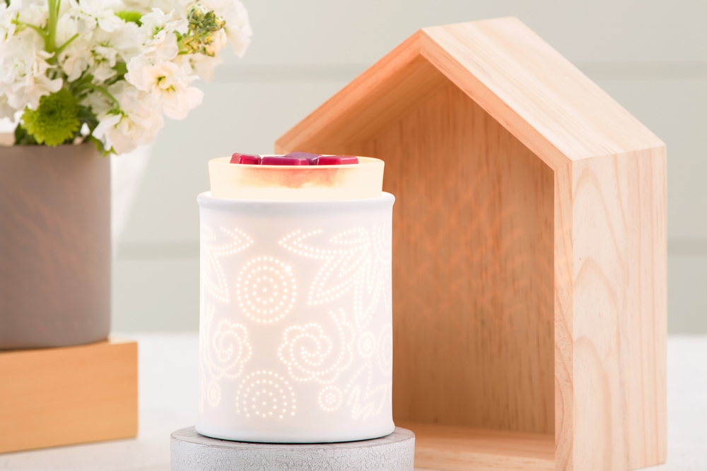 Photo of Scentsy's pinehold paisley warmer