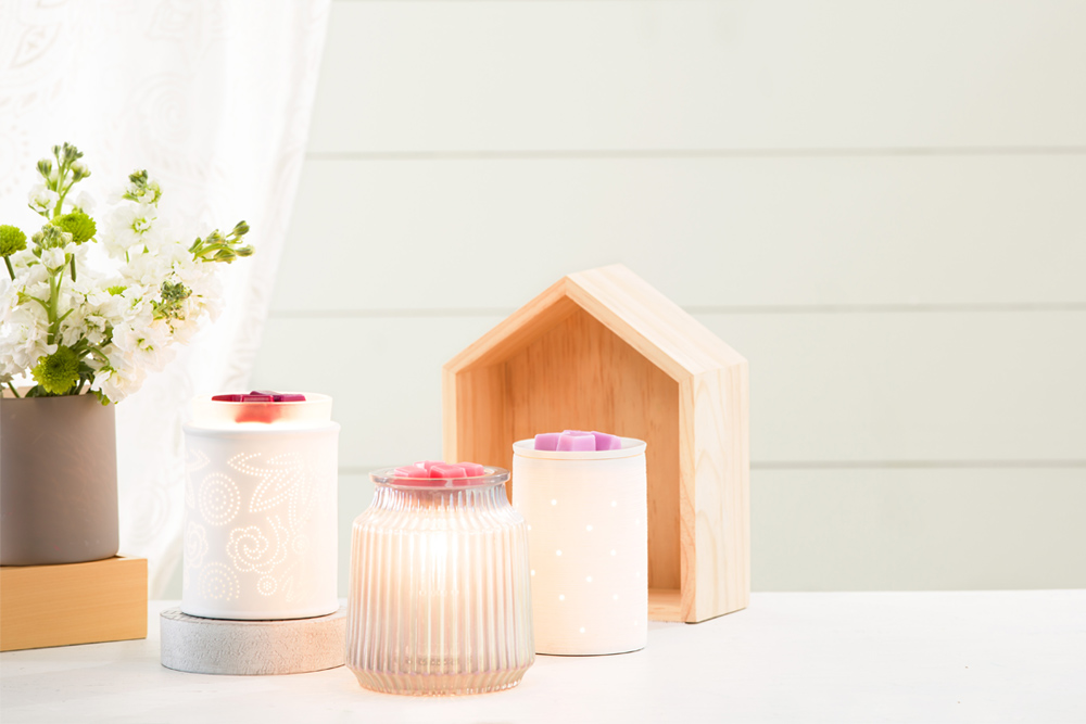 photo of Scentsy warmers in white surroundings to reflect light